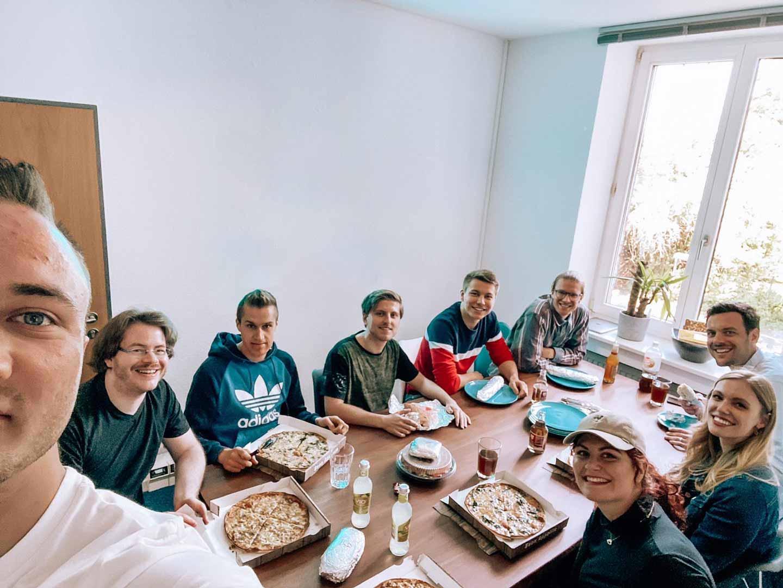 Gruppenfoto von den Mitarbeitern von bits & likes