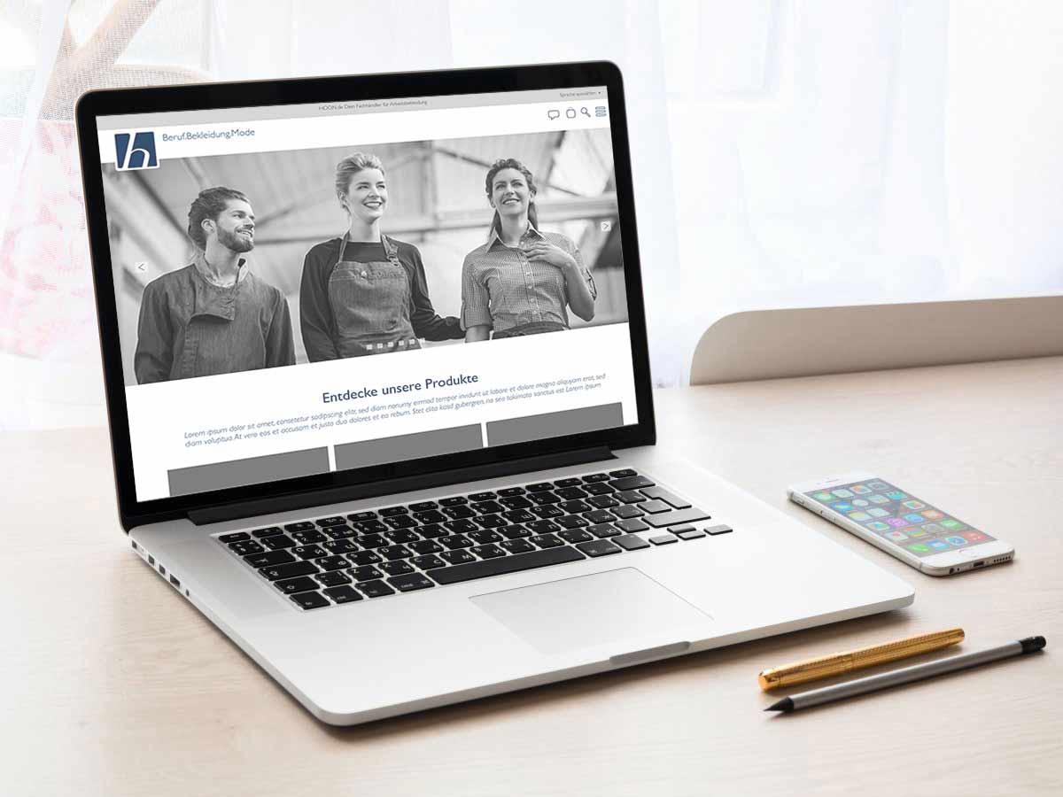Laptop zeigt den Hoon Onlineshop