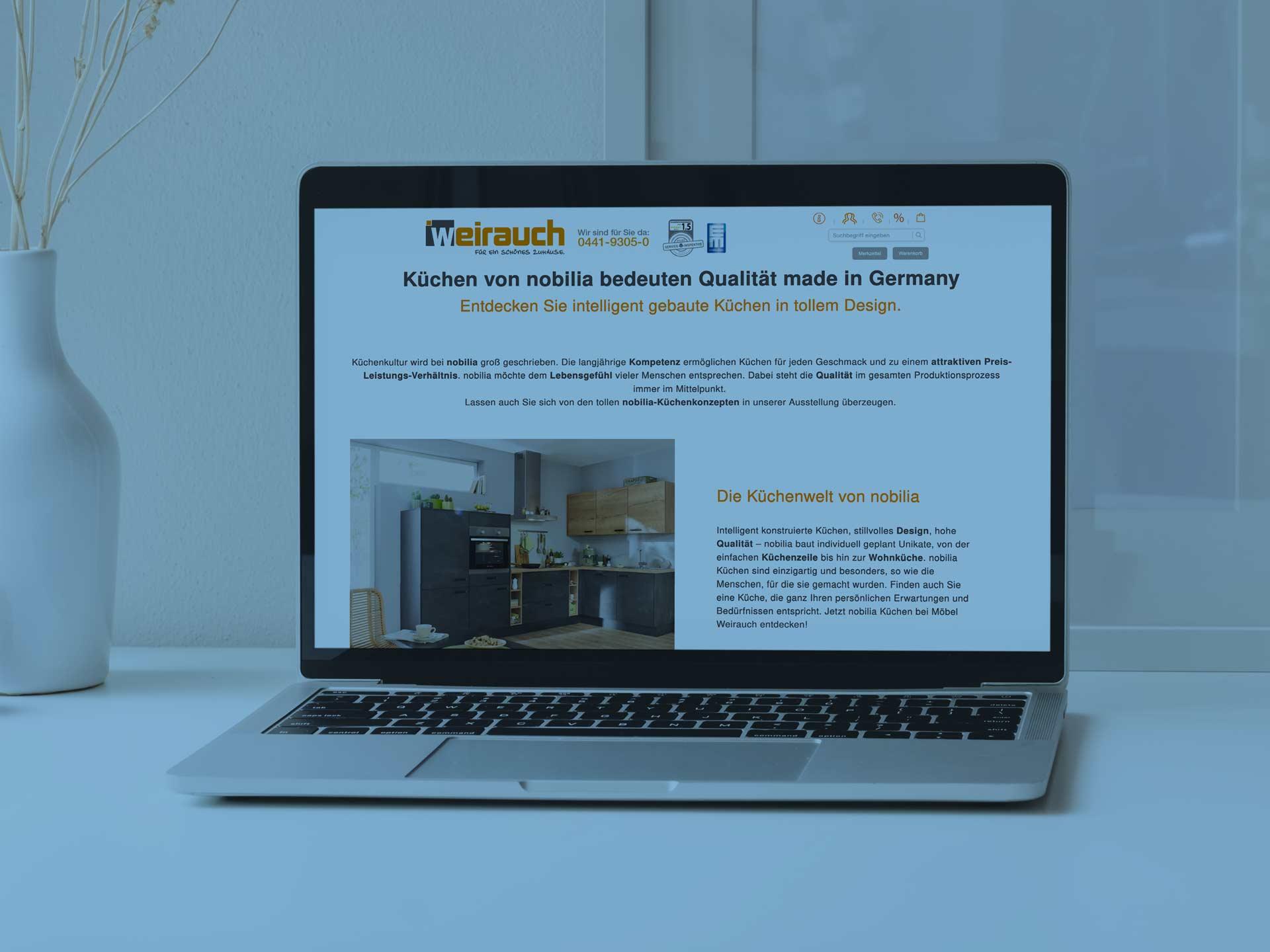 Referenz Möbel Weirauch wird auf einem Laptop dargestellt.