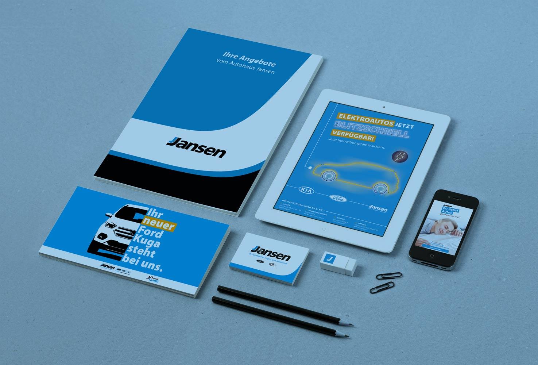 Referenz wird in Form von Prospekten und einem Tablet dargestellt.