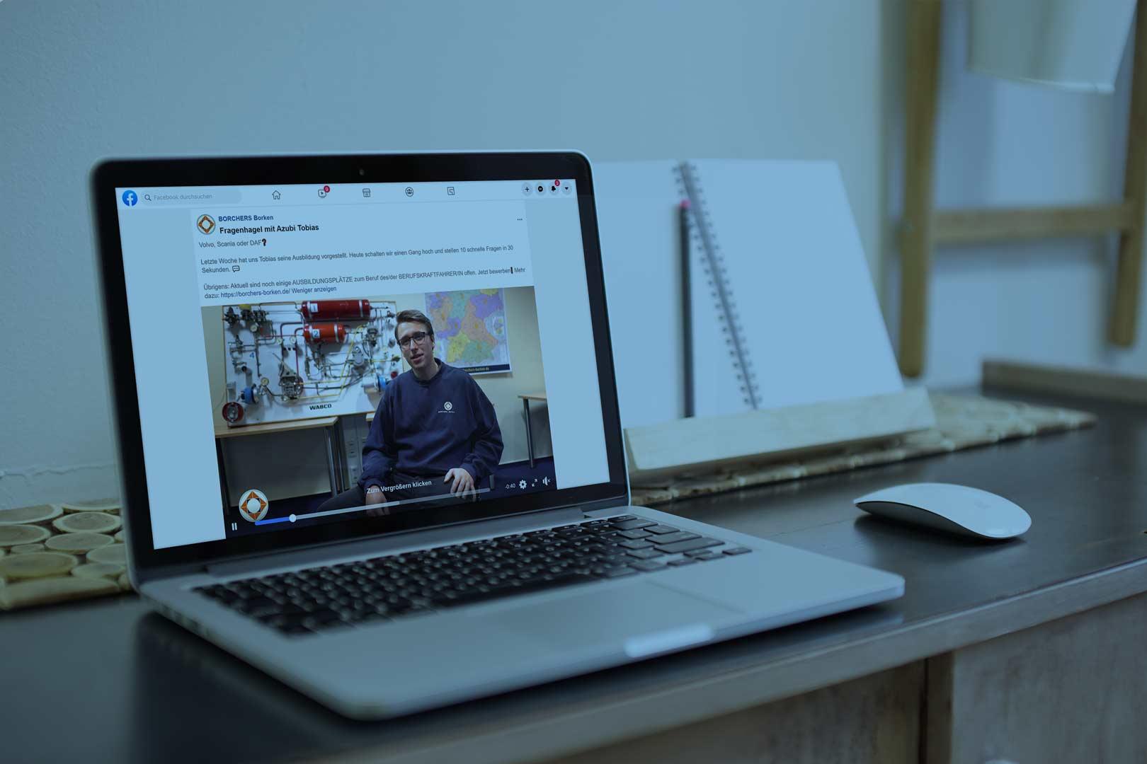 Referenz wird auf einem Laptop dargestellt.